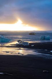 冰岛黑沙滩蓝冰洞
