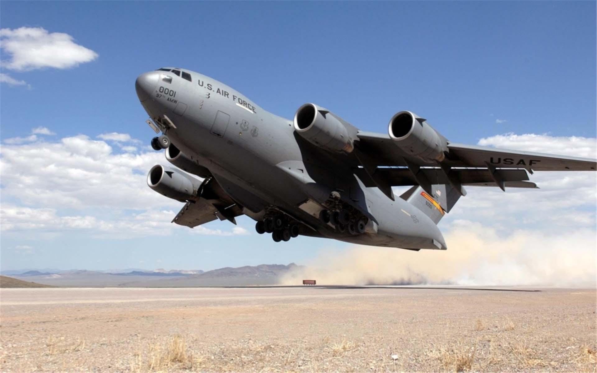 美军C-17环球霸王运输机